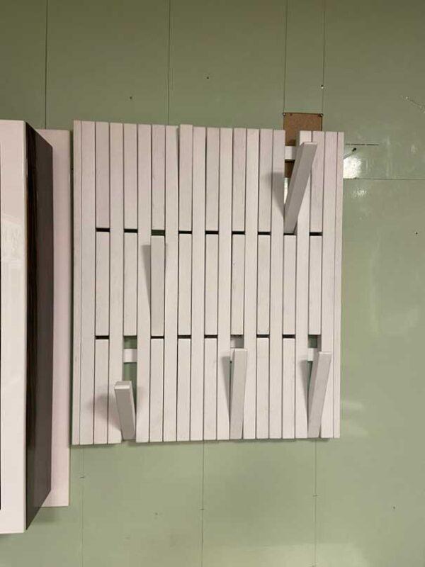 Откидная реечная вешалка из массива «Трансформер»