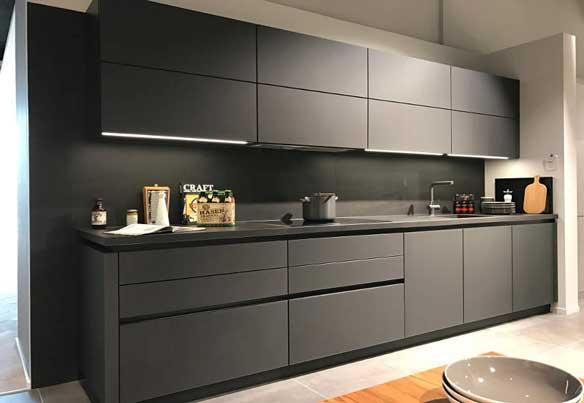 Черная матовая кухня «МТ2»