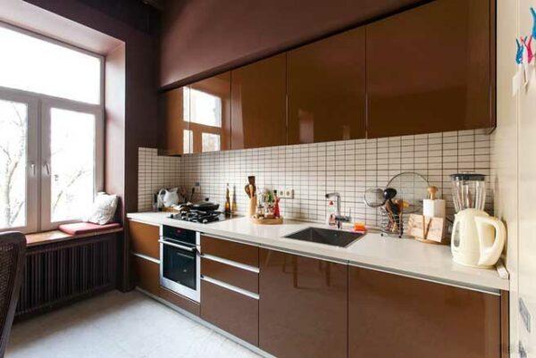 Глянцевая коричневая кухня «РЕ5»