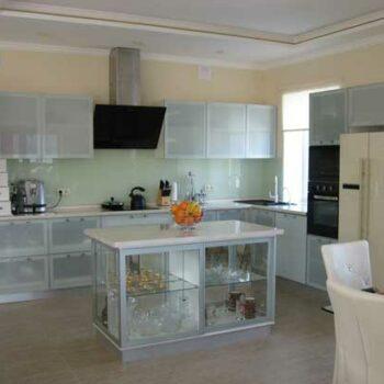 Стеклянная кухня «СТ4»